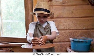 sculpter, shaping., argile, moulure, créatif, garçon, craft., céramique, kid., enfant, atelier, enfants, education, roue, art, development., fabrication poterie, gosse, métier, artiste