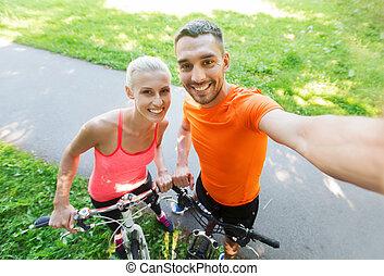 selfie, couple, vélo, prendre, dehors