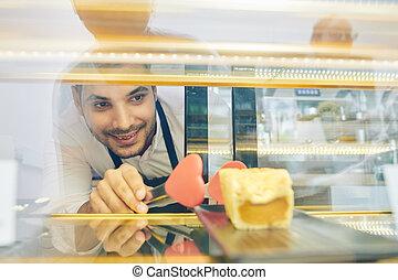 serveur, vitrine, gâteau, prendre