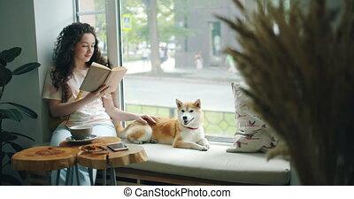 shiba, lecture, beau, inu, chien, fenêtre, livre, girl, café, rebord, caresser