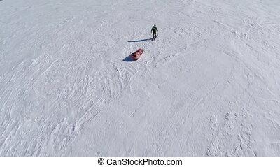 sien, aérien, traîneau neige, extrayant prise vue, travers, homme