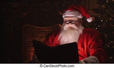 sien, arbre, claus, santa, reposer, salle, séance, maison, fireplace., noël