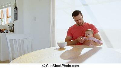 sien, cuillère bébé, père, garçon, 4k, alimentation