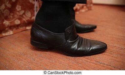 sien, cuir, haut, shoes., mettre, fin, homme