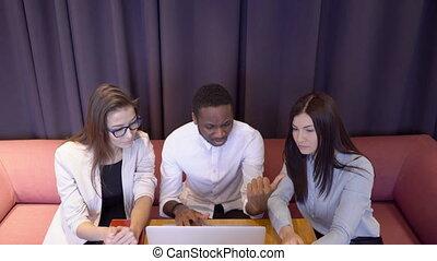 sien, financier, subordinates, travail, afroamerican, patron, comment, report., femme, explique