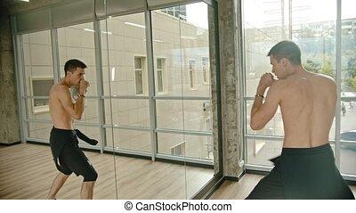 sien, formation, boxe, miroir, athlétique, studio, devant, homme