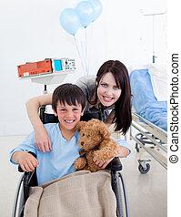 sien, petite mère, fauteuil roulant, sourire, séance garçon