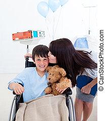 sien, petite mère, mignon, fauteuil roulant, séance garçon