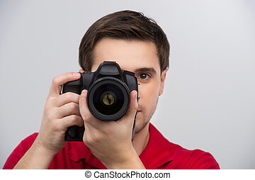 sien, tenue, gris, jeune, isolé, confiant, quoique, appareil photo, appareil-photo., mains, concentrer, vous, homme