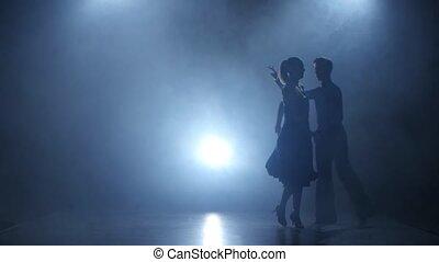 silhouette, danse, enfumé, cha-cha-cha, studio, exécuté, professionnel, couple