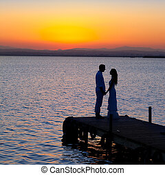 silhouette, lumière, couple, dos, lac, amour