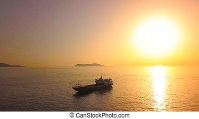 silhouette, marmara, voile, sur, voler, atterrissage, masse, appareil photo, sun., contre, mer, porteur, aérien, bateau, vue, bateau, sunset.