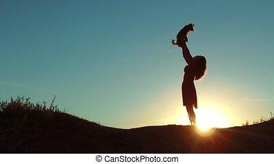 silute, coucher soleil, sunlight., girl, chouchou, petit, jouer, amitié, nature., style de vie, chien, homme, concept, femme, silhouette., ascenseurs