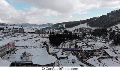 skiers., forest., bukovel, aérien, recours, pentes, sapin, vue, ski, neigeux