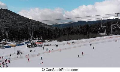 skieurs, aérien, sommet, transport, vue, ascenseur, slope., ski, neigeux