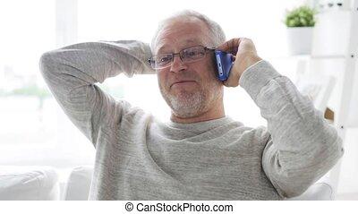 smartphone, 23, maison appel, homme aîné, heureux
