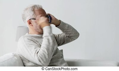 smartphone, appeler, homme, maison, personne agee, 101, heureux