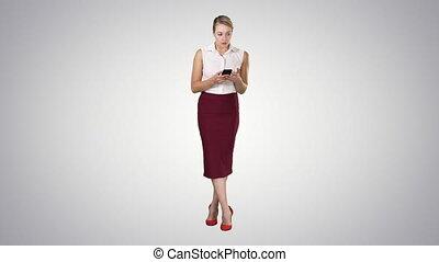 smartphone, arrière-plan., main, écran, gradient, toucher, doigt, femme, message, européen, type, séduisant
