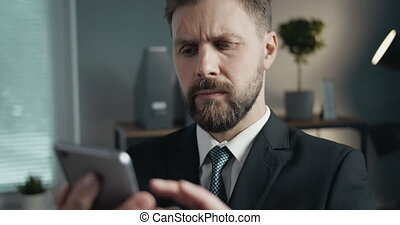 smartphone, homme affaires, utilisation