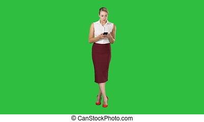 smartphone, main, écran, chroma, écran, toucher, vert, doigt, femme, message, européen, type, key., séduisant
