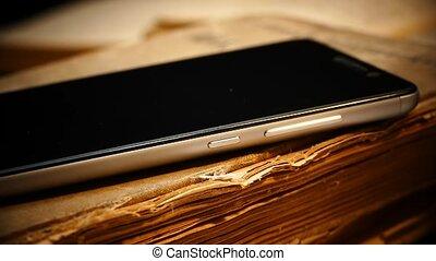 smartphone, vieux, repos, moderne, gadget., book., passé, livre, retro, élégant, avenir, ensemble.