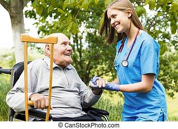 soins a la maison, personnes agées
