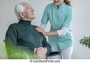 soins, maison, fauteuil roulant, conversation, homme, caregiver, heureux