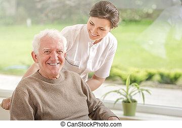 soins, maison, personnes agées, portion, homme, sourire, caregiver, heureux
