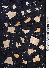 sombre, blé, modèle, gris, schiste, morceaux, sésame, arrière-plan., graines, crispbreads