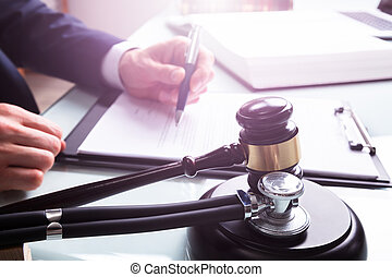 son, tribunal, maillet, sur, stéthoscope, bloc