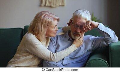 soucier, épouse, désordre, personnes agées, conversation, réconfortant, vieilli, mari