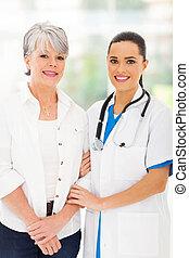 soucier, debout, malade infirmière, personne agee