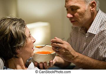 soucier, sien, épouse, alimentation, malade, homme aîné