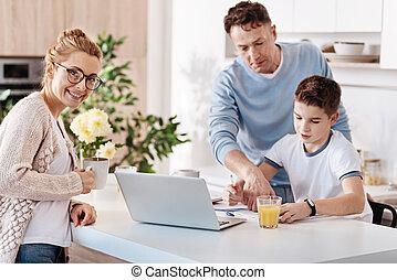soucier, sien, travail, père, fils, portion, maison