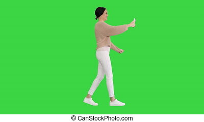 sourire, écran visuel, femme, avoir, chroma, jeune, marche, key., appeler, vert, faire gestes, quoique, elle, téléphone
