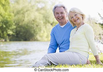 sourire, couple, parc, lac, dehors