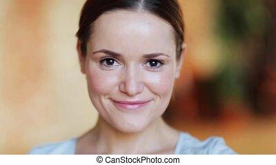 sourire heureux, femme, jeune, figure