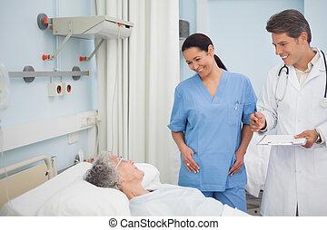 sourire, infirmière, docteur, patient