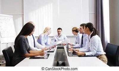 sourire, réunion, bureau, professionnels