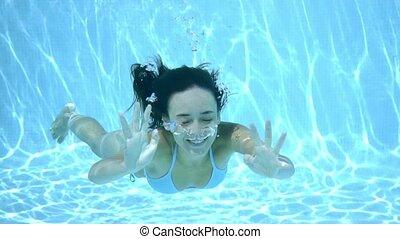 sous-marin, femme souriante, jeune, heureux