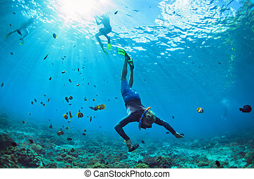 sous-marin, snorkelling, plongeon, masque, jeune homme