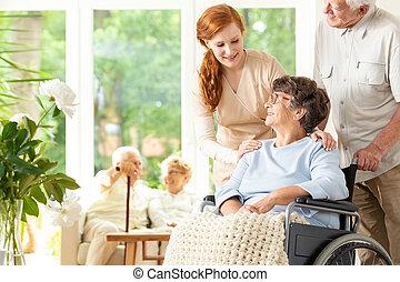 soutenir, femme, soins, maison, personnes agées, handicapé, personne agee, caregiver, homme