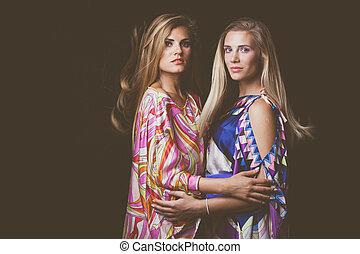 soyeux, mode, coloré, beauté, jeune, deux, portrait, blond, robe, femmes