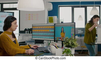 spécialiste, concentré, créatif, bureau, informatique, retoucher, fonctionnement