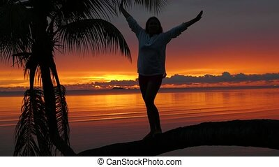 stands, arbre, paume, fond, rivage, girl, coucher soleil, rouges