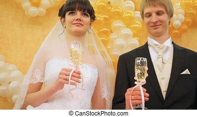 stands, couple, ensemble, newly-married, lunettes champagne
