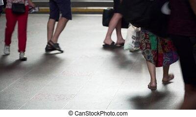station., ???????, intérieur, surpopulation, jambes, concept?, foule