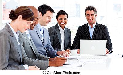 stratégie, nouvelles affaires, groupe, multi-ethnique, discuter