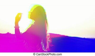 style., dynamique, lumière, multi-coloré, girl, cassé, pixel, interférence, futurisme, art numérique, tv., effect., retro, 80, bruit, effets, 90, signal, abîmer, vieux, écran visuel, glitch, vagues