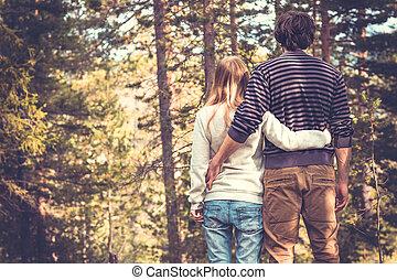 style, femme, amour, romantique, nature, couple, jeune, étreindre, extérieur, mode, forêt, fond, branché, homme